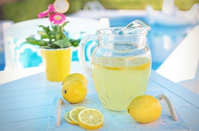 Cara menghilangkan jerawat dengan tomat dan lemon