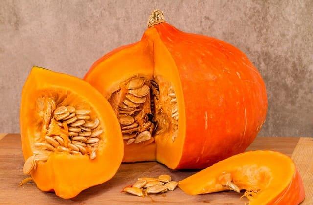 Labu kuning juga mengandung kalium dan kalsium yang baik untuk menurunkan kadar kolesterol tinggi dalam darah