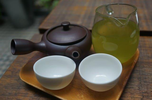 Radikal bebas memang berbahaya, tapi kamu bisa mencegahnya dengan mengonsumsi teh hijau setiap hari