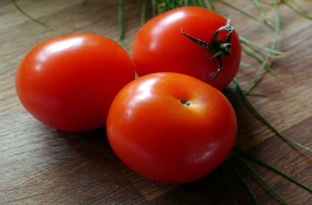Tomat mampu memperkecil pori-pori