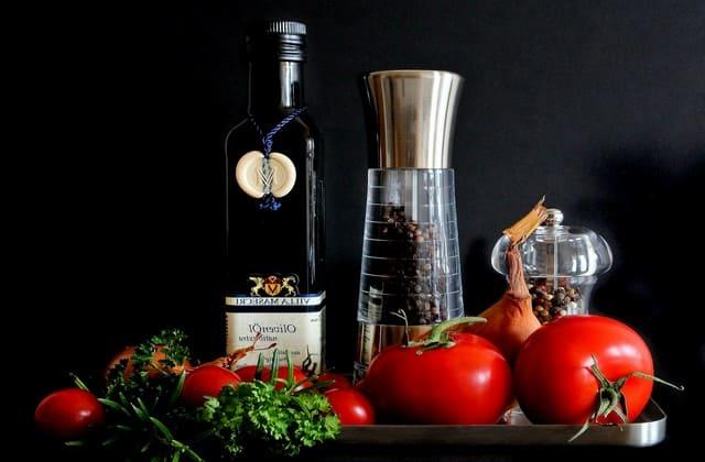Tomat mengurangi produksi minyak