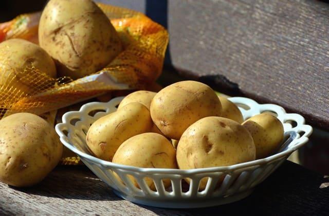 Untuk menjaga kolesterol agar tetap normal, kamu bisa mengkonsumsi kentang rebus setiap hari