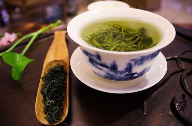teh hijau untuk menghilangkan kerutan dibawah mata