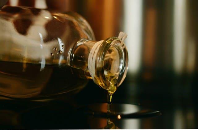 Minyak zaitun, kamu tidak hanya bisa gunakan untuk merawat kulit saja, tapi minyak ini bisa juga untuk menjaga kadar gula darah tetap normal