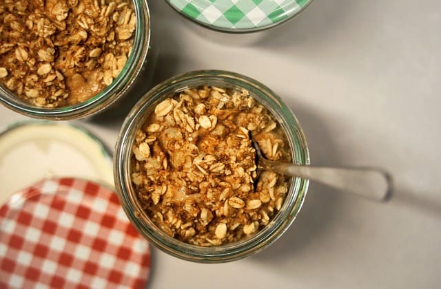 Oats, sudah tidak diragukan lagi kadar seratnya, karena itu makanan ini bisa jadi alternatif pencegah gula darah tinggi
