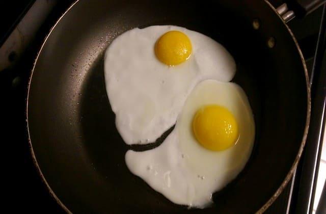Putih telur nggak tak dimakan, tapi bisa kamu manfaatkan untuk masker penghilang keriput